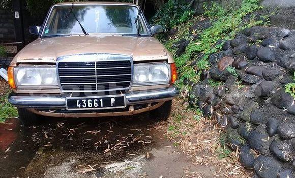 Acheter Occasion Voiture Mercedes-Benz ClasseE Autre à Amaru, Tubuai