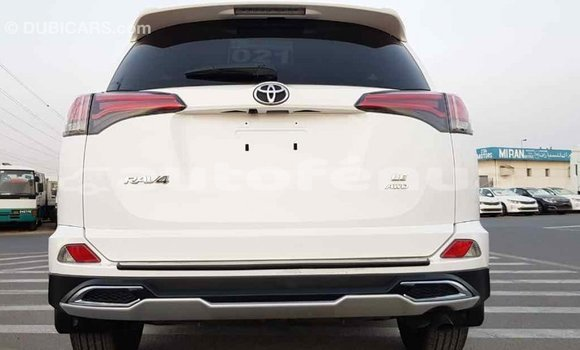 Acheter Importé Voiture Toyota RAV4 Blanc à Import - Dubai, Marquesas