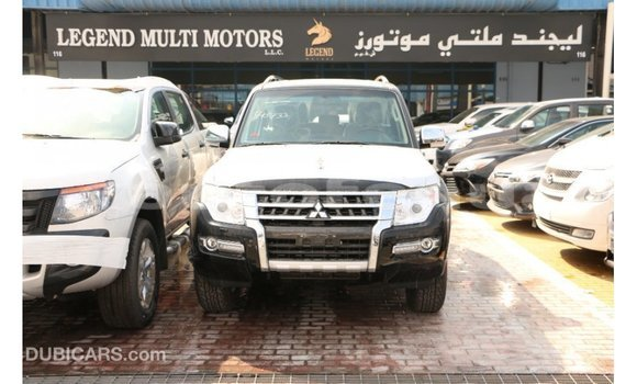 Acheter Importé Voiture Mitsubishi Pajero Noir à Import - Dubai, Marquesas