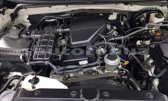 Acheter Importé Voiture Toyota Prado Blanc à Import - Dubai, Marquesas