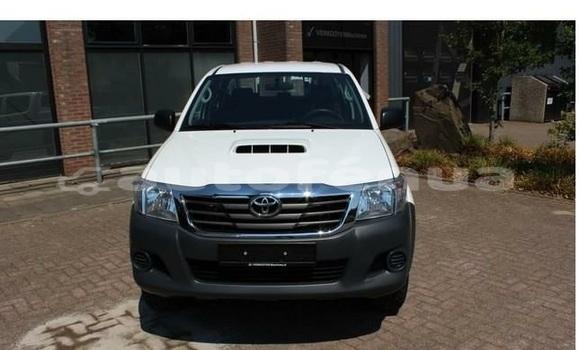 Acheter Occasions Voiture Toyota Hilux Blanc à Paea au Tahiti
