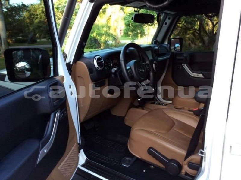 Big with watermark jeep wrangler tuamotu apataki 4556