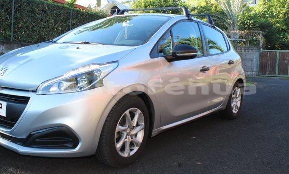 Acheter Occasion Voiture Peugeot 208 Gris à Pirae, Tahiti